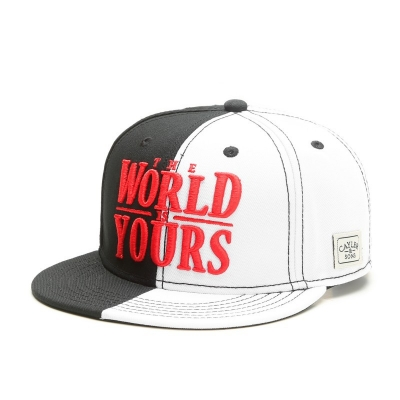 "CAPPELLO CAYLER&SONS ""THE WORLD IS YOURS"" SCRITTA RICAMATA REGOLABILE"