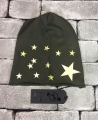 BEANIE PEOPLEHOUSE MILITARE STELLE ORO CAPPELLINO PEOPLEHOUSE ADERENTE COLORE VERDE MILITARE CON STAMPA STELLE ORO